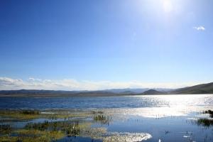 بحيرة قاهاي الجميلة في مقاطعة قانسو الصينية