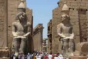 مصر: فتح مدافن فرعونية لتنشيط السياحة