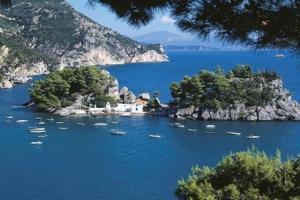 انتعاش السياحة في اليونان خلال النصف الأول