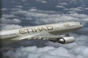 قرقاش يطلق خط طيران الاتحاد إلى ليبيا