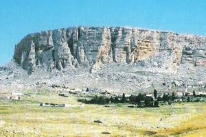 تونس: مائدة القائد 'يوغرطة'، المعلمة السياحية