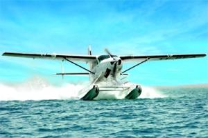 طائرات مائية وحافلات سياحية لزوار الشارقة